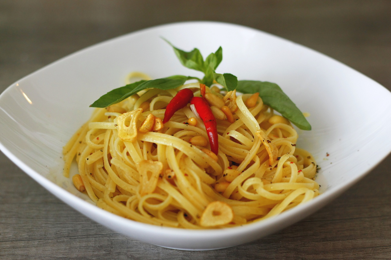 "Linguine aglio olio<span class=""badge-status"" style=""background:#5add08"">Vegan</span>"